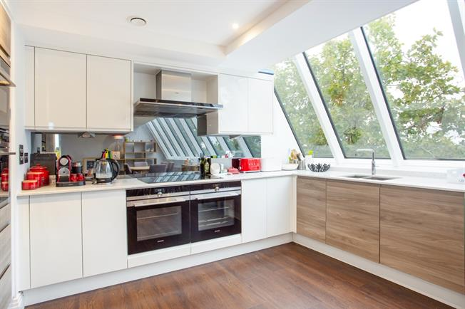 £3,400 per Calendar Month, 2 Bedroom Apartment To Rent in Windsor, SL4