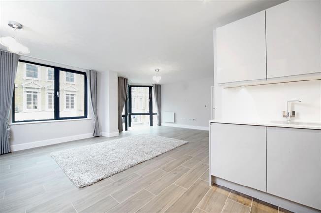 £2,250 per Calendar Month, 2 Bedroom Apartment To Rent in Windsor, SL4