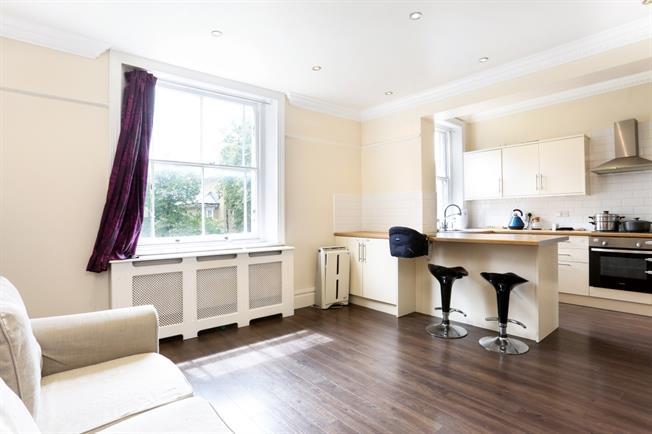 £1,175 per Calendar Month, 1 Bedroom Flat To Rent in Windsor, SL4