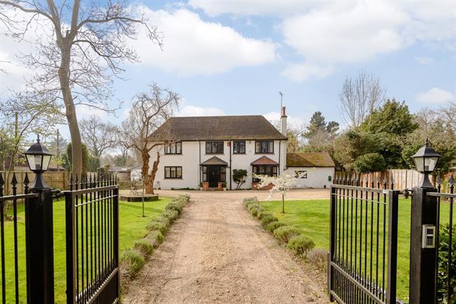 £3,495 per Calendar Month, 5 Bedroom Detached House To Rent in Wraysbury, TW19