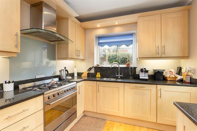 £2,200 per Calendar Month, 2 Bedroom Bungalow To Rent in Datchet, SL3