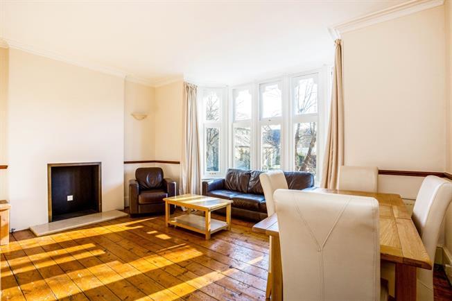 £1,200 per Calendar Month, 1 Bedroom Apartment To Rent in Windsor, SL4