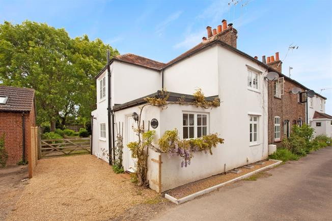 £1,650 per Calendar Month, 2 Bedroom Cottage House To Rent in Windsor, SL4