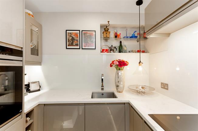 £1,150 per Calendar Month, 1 Bedroom Apartment To Rent in Windsor, SL4
