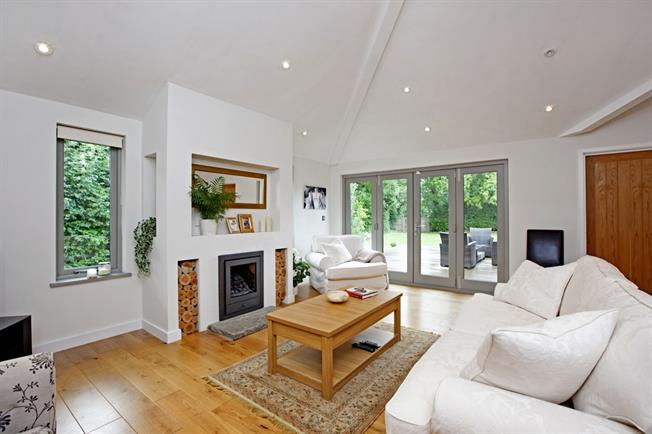 £2,600 per Calendar Month, 4 Bedroom Bungalow To Rent in Reading, RG10