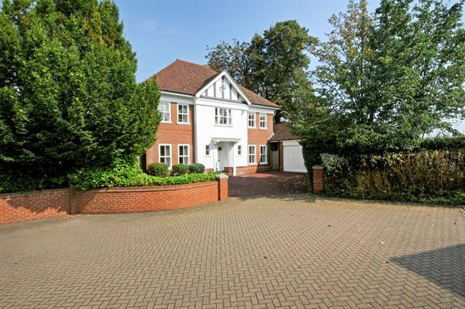 £3,300 per Calendar Month, 5 Bedroom Detached House To Rent in Windsor, SL4