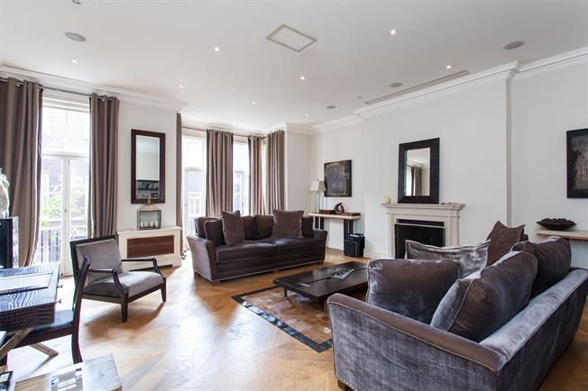 £19,500  per Calendar Month (Calculated), 3 Bedroom Flat To Rent in London, W1K