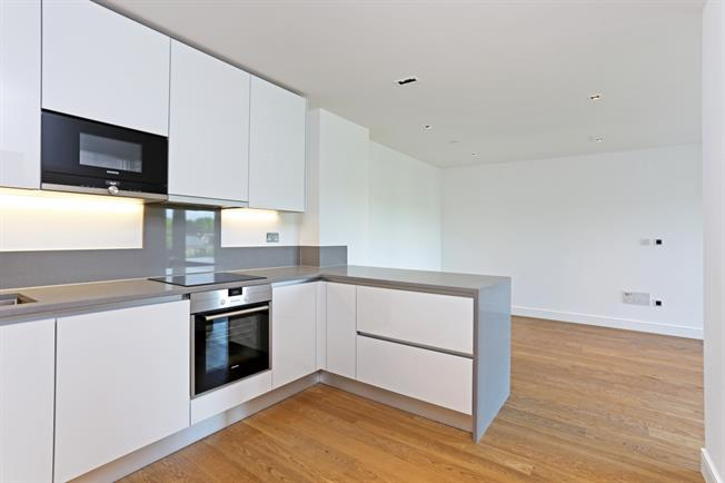 £2,000 per Calendar Month, 2 Bedroom Apartment To Rent in London, W5