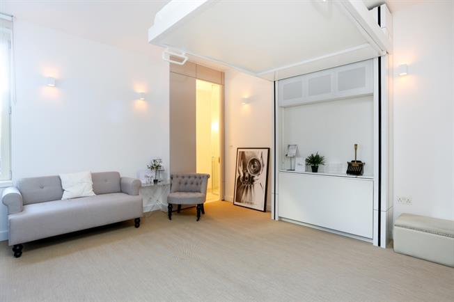 £925 per Calendar Month, Apartment To Rent in Hounslow, Middlesex, TW3