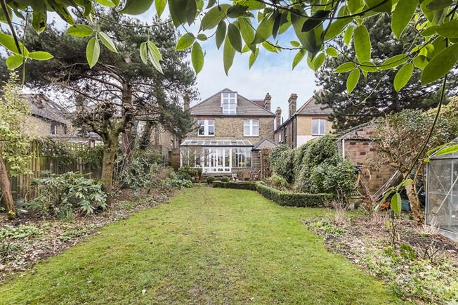£6,500  per Calendar Month (Calculated), 4 Bedroom Detached House To Rent in London, W3