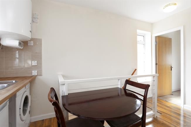 £1,100 per Calendar Month, Apartment To Rent in London, W5