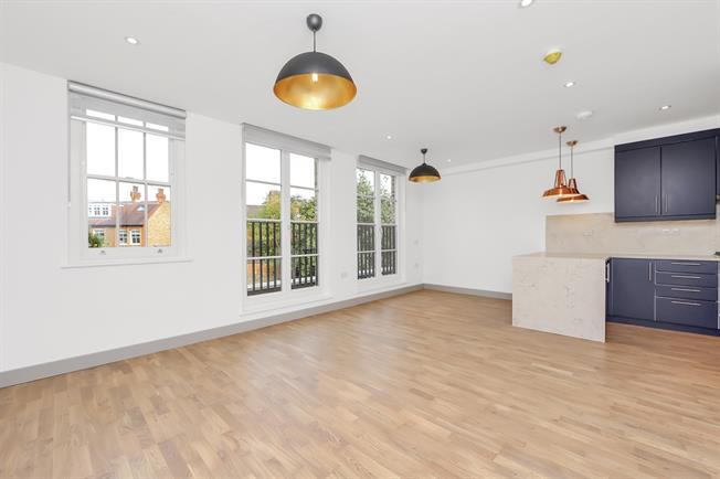 £2,300 per Calendar Month, 2 Bedroom Flat To Rent in Ealing, W5