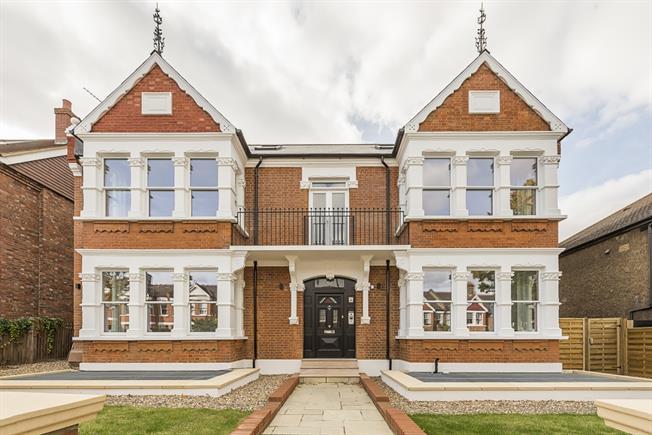 £3,000 per Calendar Month, 4 Bedroom Flat To Rent in London, W5