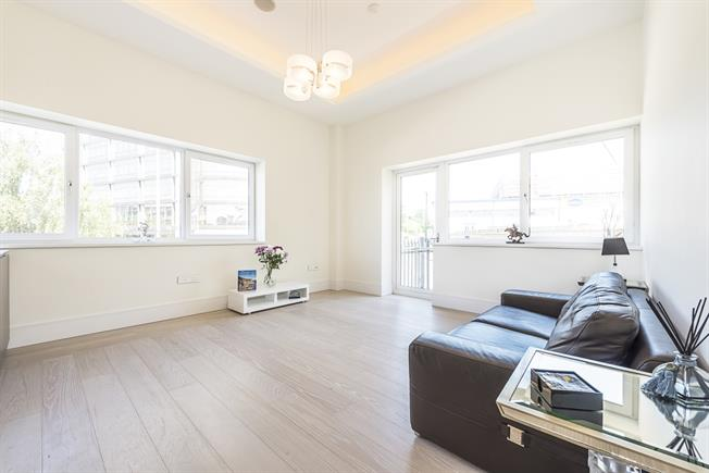 £2,850 per Calendar Month, 2 Bedroom Flat To Rent in London, W5