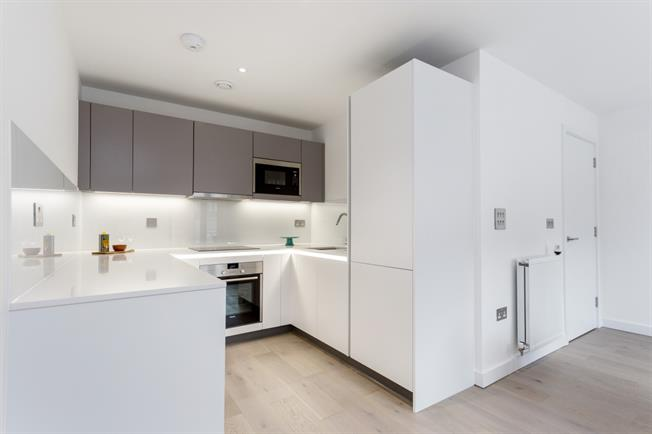 £1,400 per Calendar Month, 1 Bedroom Apartment To Rent in London, W13