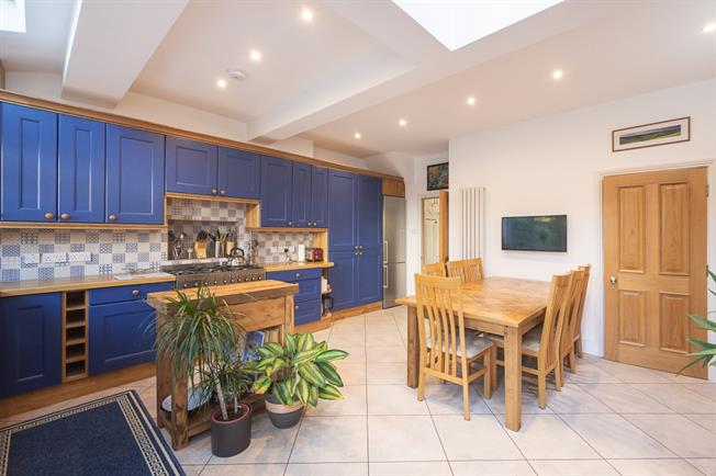 £3,000 per Calendar Month, 5 Bedroom Terraced House To Rent in London, W13