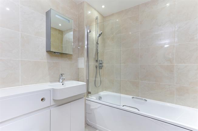 £925 per Calendar Month, 1 Bedroom Apartment To Rent in Hayes, UB3