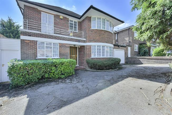£4,800 per Calendar Month, 5 Bedroom Detached House To Rent in London, W5