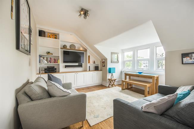 £2,350 per Calendar Month, 3 Bedroom Apartment To Rent in London, W5