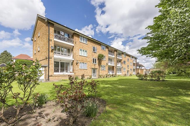 £2,000 per Calendar Month, 3 Bedroom Flat To Rent in London, W5