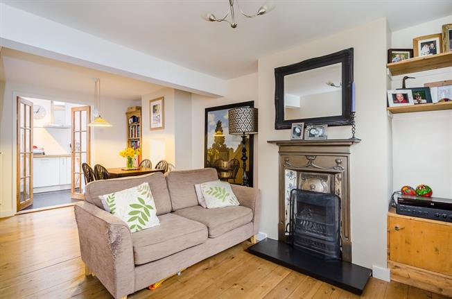 £1,750 per Calendar Month, 2 Bedroom Cottage House To Rent in London, W5