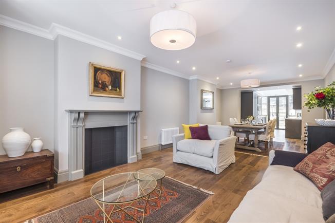 £2,400 per Calendar Month, 2 Bedroom Flat To Rent in London, W13