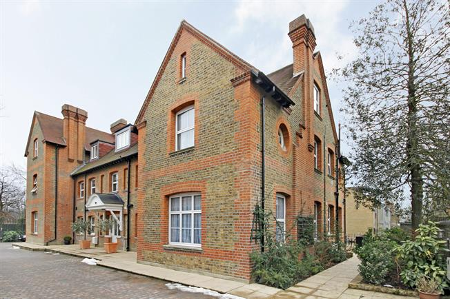 £3,700 per Calendar Month, 3 Bedroom House To Rent in Ealing, W13