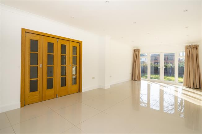 £4,000 per Calendar Month, 4 Bedroom Detached House To Rent in London, W5