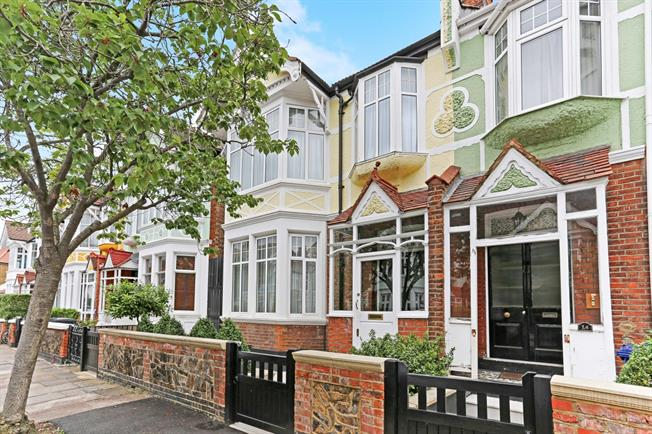 £4,150 per Calendar Month, 5 Bedroom Semi Detached House To Rent in London, W5