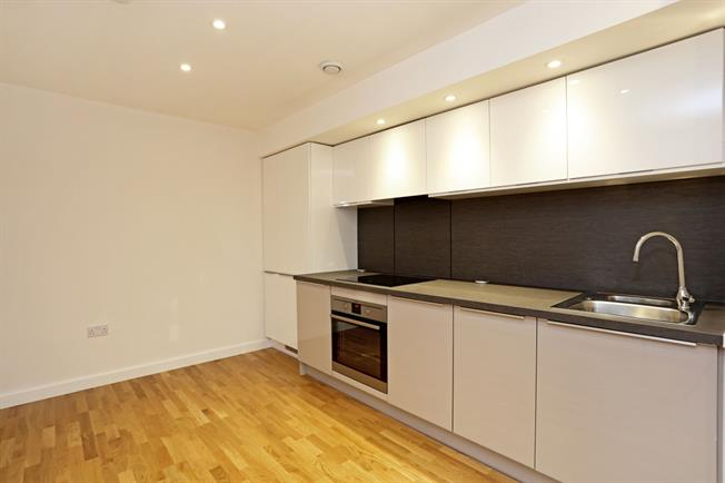 £1,300 per Calendar Month, 1 Bedroom Apartment To Rent in Brentford, TW8