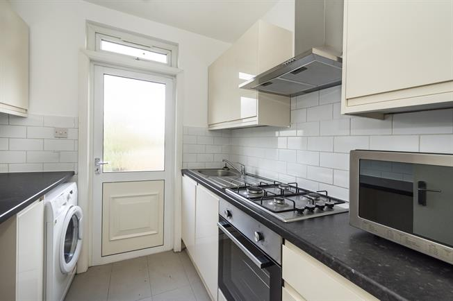 £1,550 per Calendar Month, 2 Bedroom Flat To Rent in London, W3