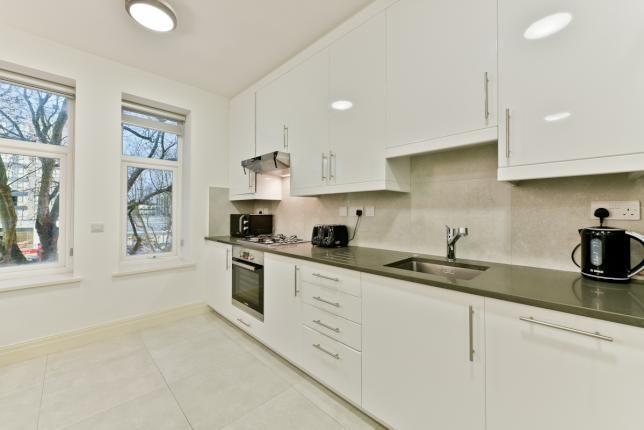 £1,650 per Calendar Month, 1 Bedroom Flat To Rent in Ealing, W5