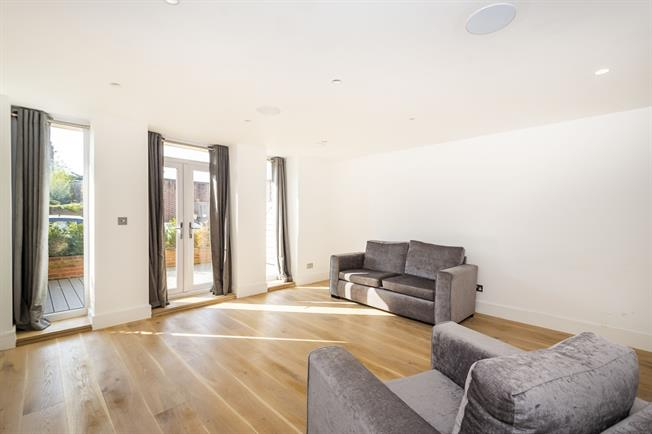 £2,000 per Calendar Month, 1 Bedroom Apartment To Rent in London, W5