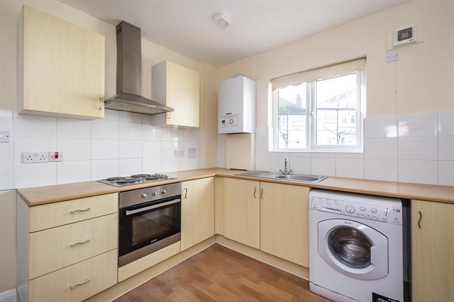 £1,100 per Calendar Month, 2 Bedroom Maisonette To Rent in Greenford, UB6