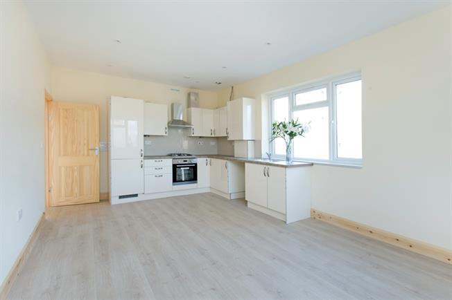 £1,650 per Calendar Month, 2 Bedroom Flat To Rent in London, W3