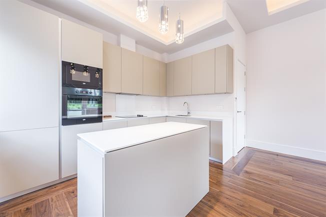 £3,200 per Calendar Month, 2 Bedroom Flat To Rent in London, W5
