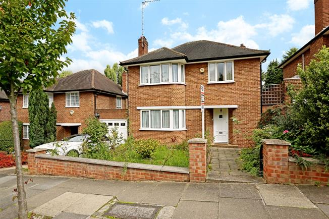 £3,500 per Calendar Month, 3 Bedroom Detached House To Rent in London, W5