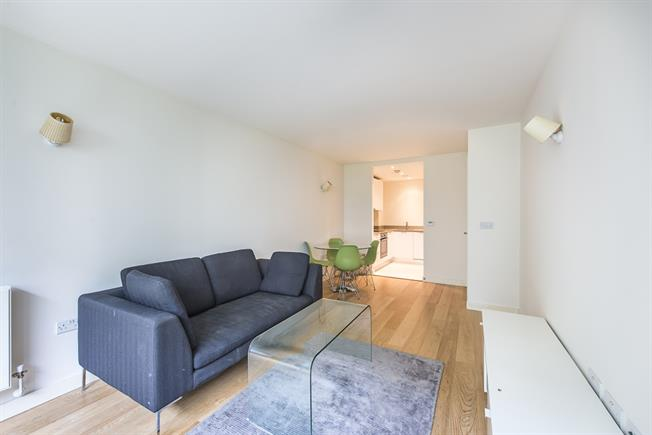 £1,150 per Calendar Month, 1 Bedroom Apartment To Rent in Hayes, UB3