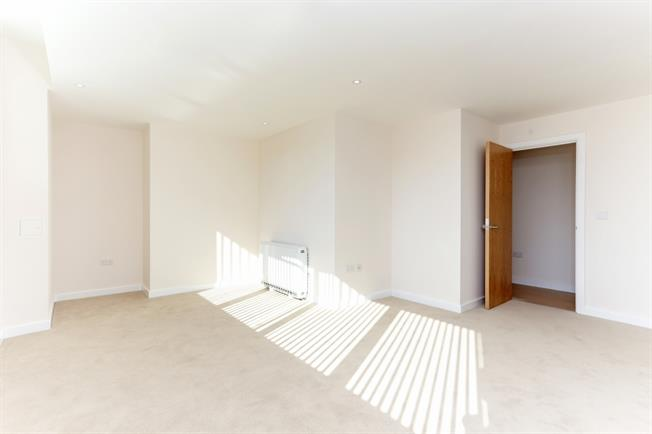 £950 per Calendar Month, 1 Bedroom Flat To Rent in Hayes, UB3