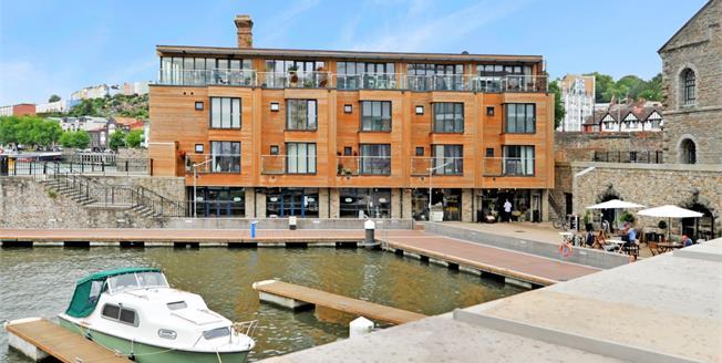 £1,650 per Calendar Month, 3 Bedroom Apartment To Rent in Bristol, BS1