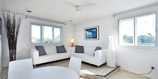 £1,300 per Calendar Month, 2 Bedroom Flat To Rent in London, N11