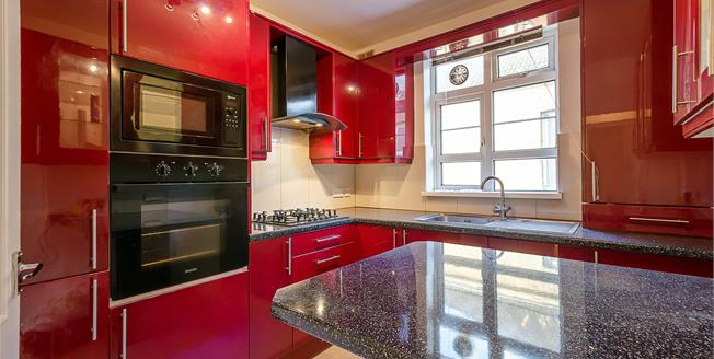 £1,350 per Calendar Month, 2 Bedroom Flat To Rent in London, N11