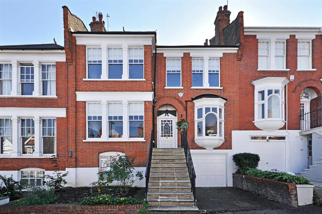 £6,066  per Calendar Month (Calculated), 6 Bedroom House To Rent in London, N10