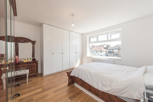 £1,885  per Calendar Month (Calculated), 3 Bedroom Flat To Rent in London, N10