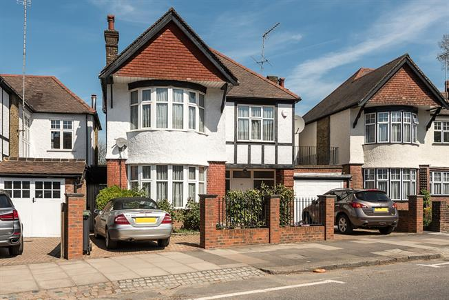 £4,800 per Calendar Month, 5 Bedroom House To Rent in London, N10