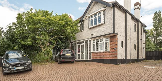 £3,000 per Calendar Month, 4 Bedroom Detached House To Rent in London, N20