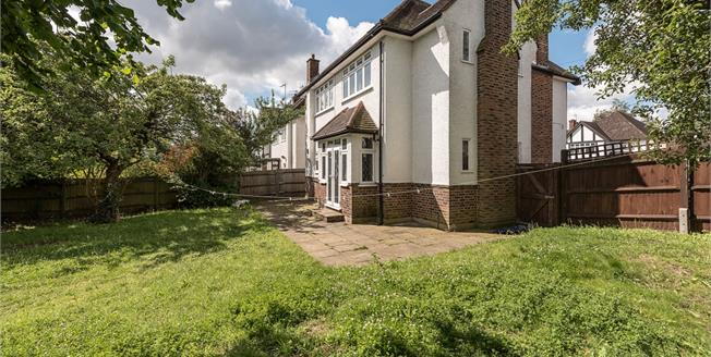 £2,600  per Calendar Month (Calculated), 4 Bedroom Detached House To Rent in London, N20