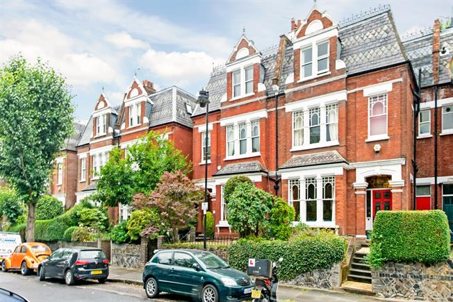 £4,300 per Calendar Month, 5 Bedroom House To Rent in London, N19