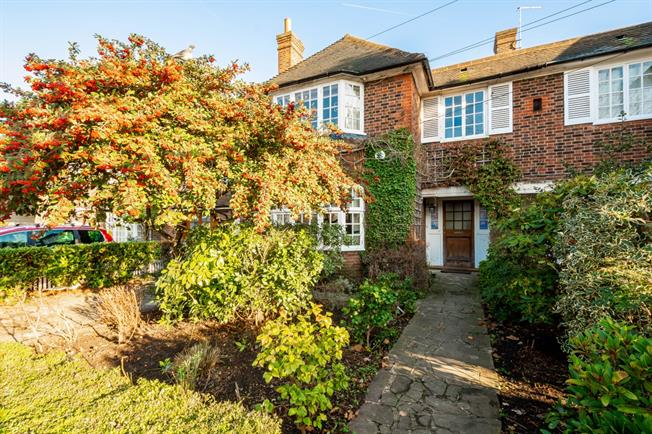 £4,983  per Calendar Month (Calculated), 5 Bedroom Semi Detached House To Rent in London, N2