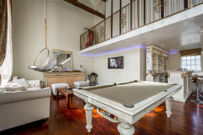 £3,500 per Calendar Month, 4 Bedroom Flat To Rent in London, N11
